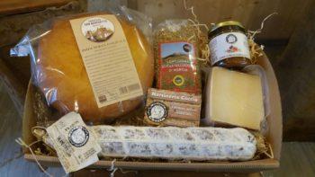 Confezione di Pasqua con prodotti di Norcia